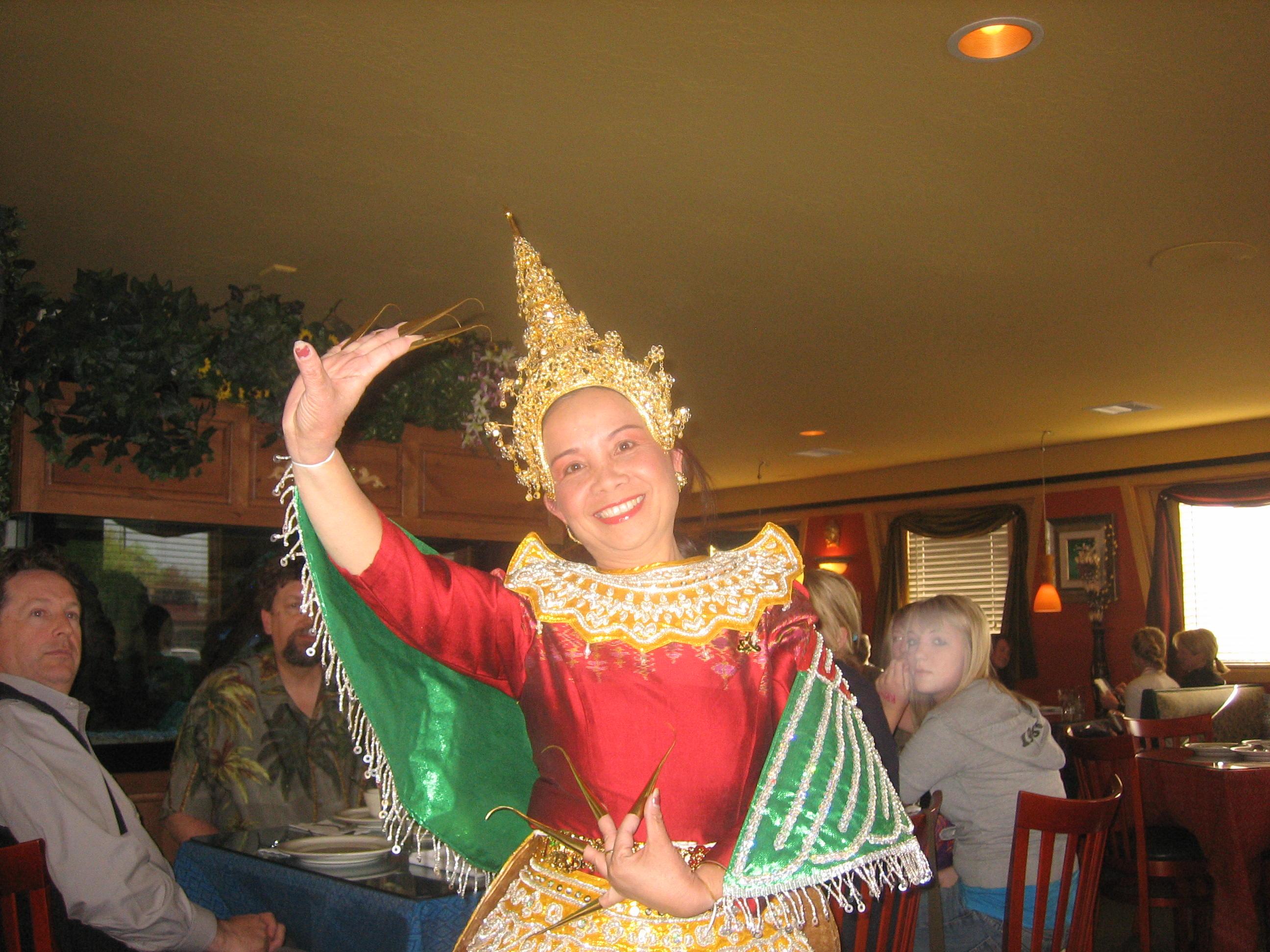 pawitts thai dancer