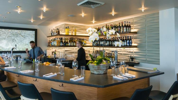 stanza bar area