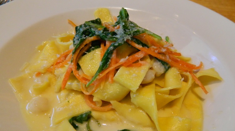 Oasis Cafe: baby scallops with pappardelle pasta