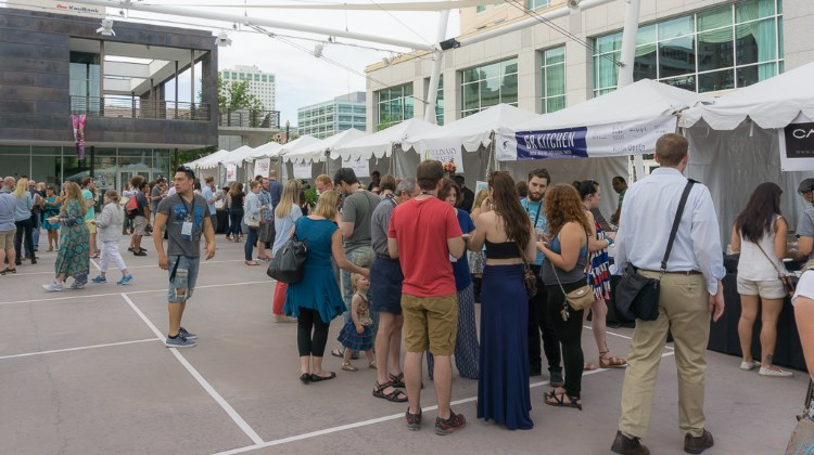 Tastemakers 2016 - crowds at Gallivan