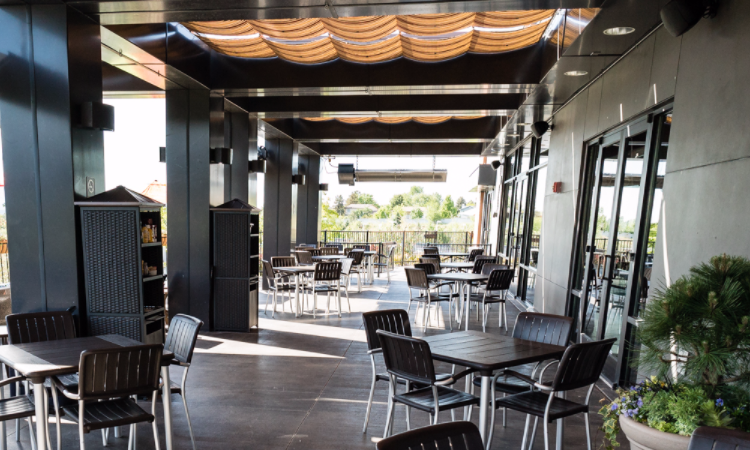 Cliff Dining Pub patio (Cliff Dining Pub)